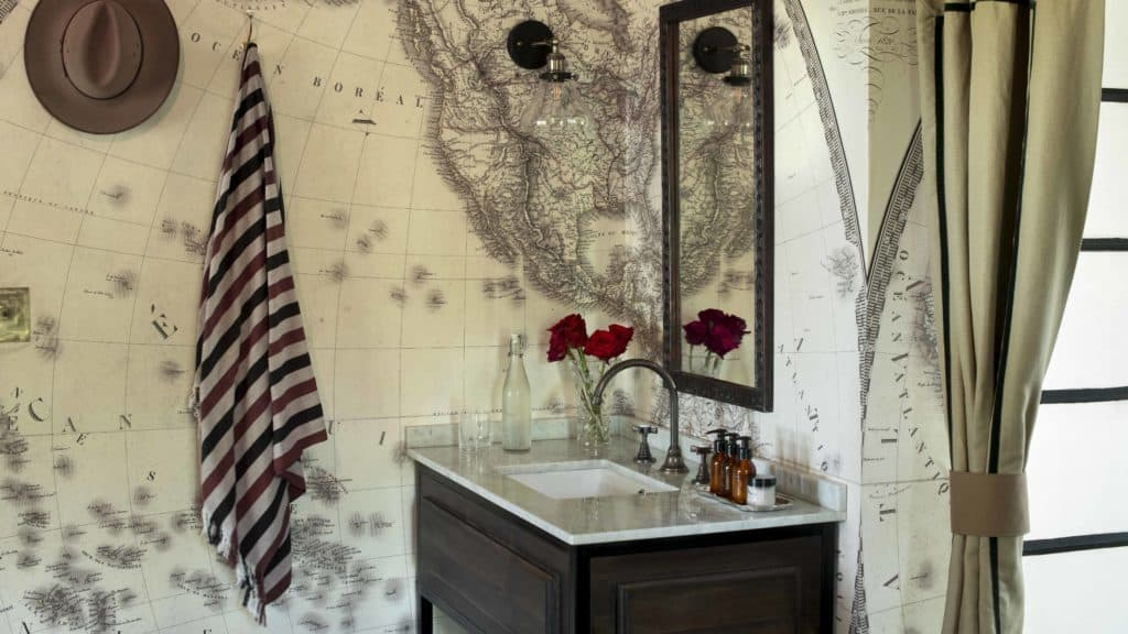 bateleur camp bathroom 2